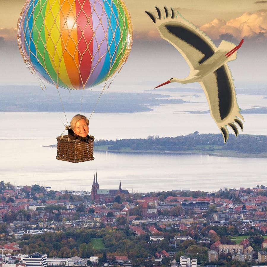 Gitte i luftballon over Roskilde